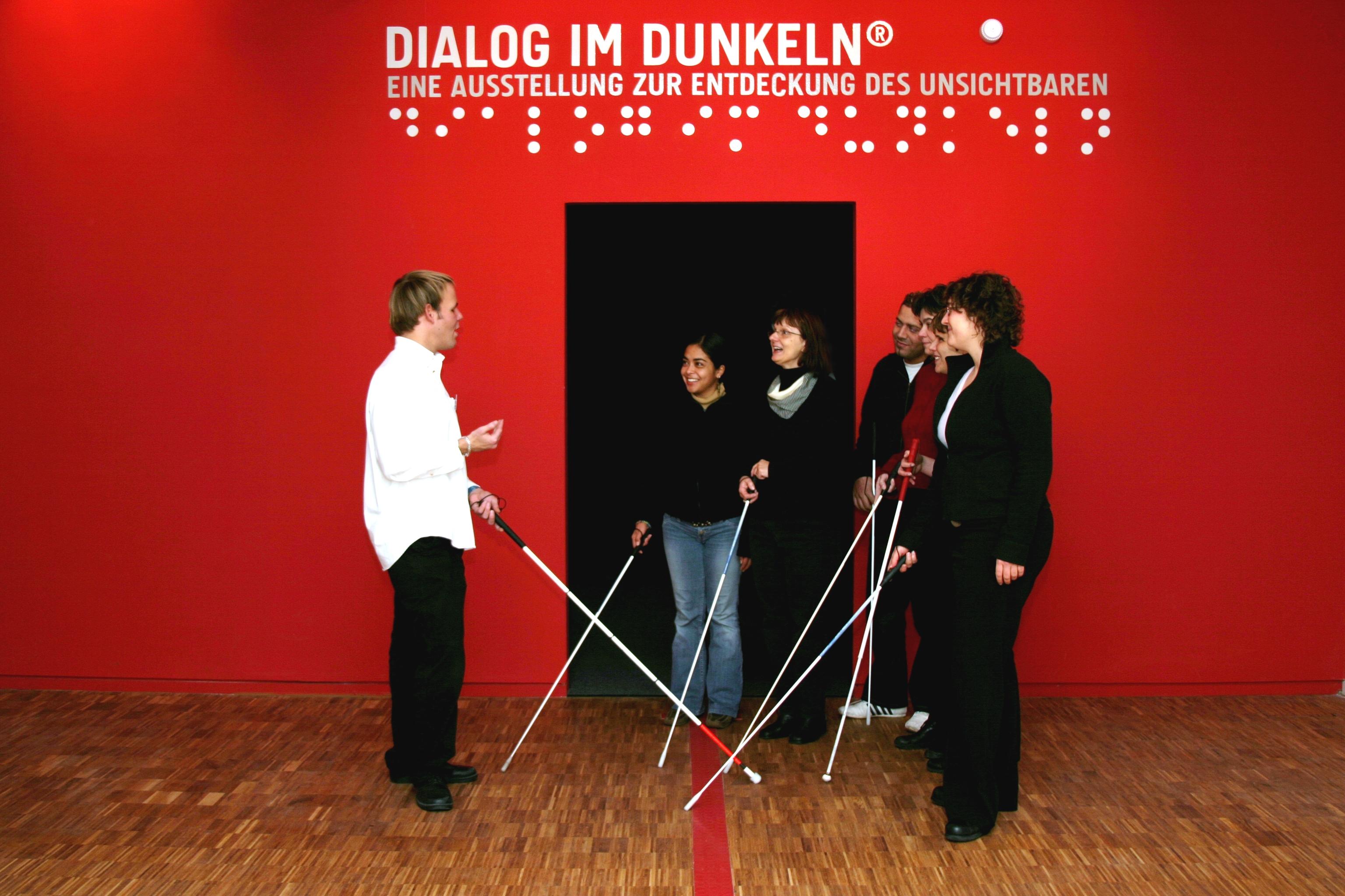 Einweisung-in-Dialog-im-Dunkeln_Juergen-Roehrscheidt
